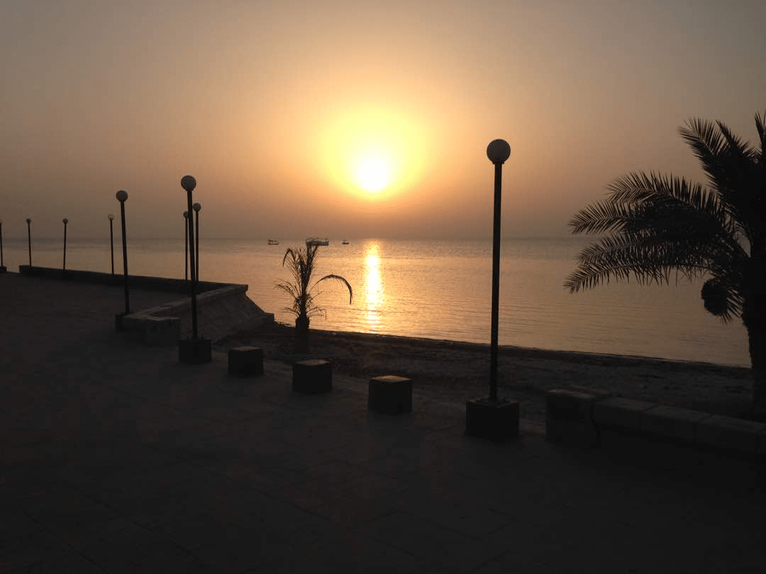 Atardecer–en-Playa-Abu-Dhalouf–Catar